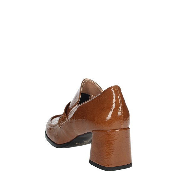 Pregunta Shoes Pumps Brown leather IC3501NK